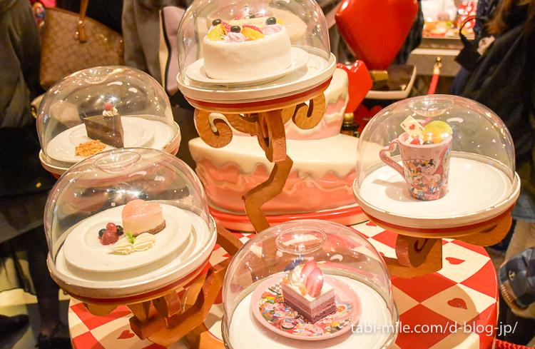 東京ディズニーランド レストラン クイーンオブハート ケーキのレプリカ