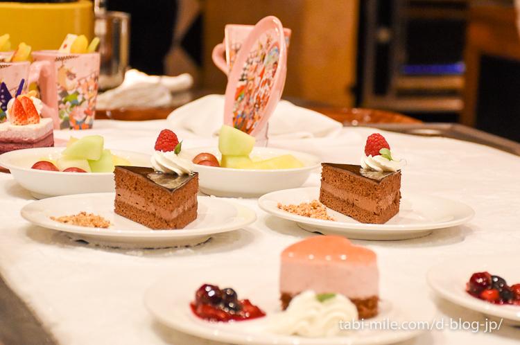 東京ディズニーランド レストラン クイーンオブハート ケーキ