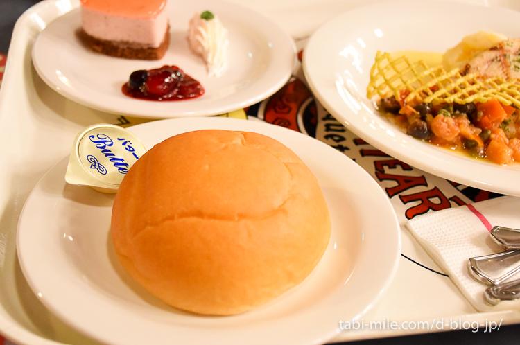 東京ディズニーランド レストラン クイーンオブハート 米粉パン
