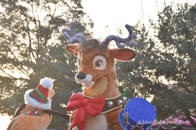 ディズニーランド クリスマスパレード 目の前 トナカイ