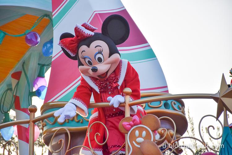 ディズニーランド クリスマスパレード 目の前 ミニー