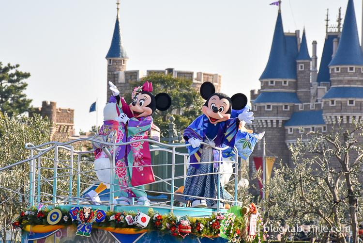 ディズニーランド 正月2017 パレード ミッキーミニー着物ピンク青 手を振る