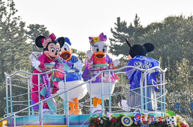 ディズニーランド 正月2017 パレード ミニーデイジー着物ピンク