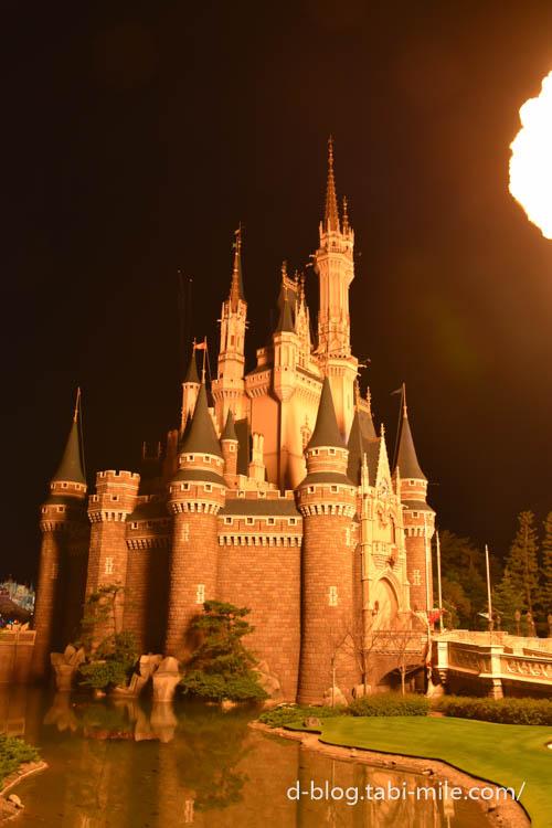 東京ディズニーランド シンデレラ城 炎