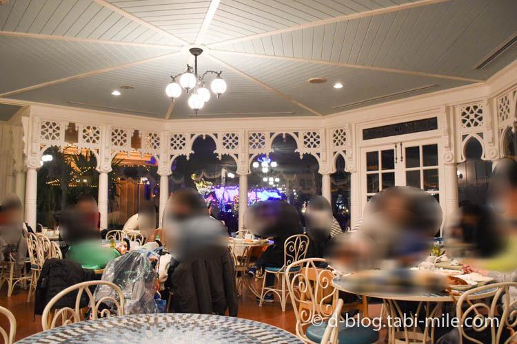ディズニーランド プラザパビリオン レストラン 店内の様子3